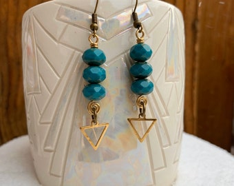 Three beads dangle triangle brass