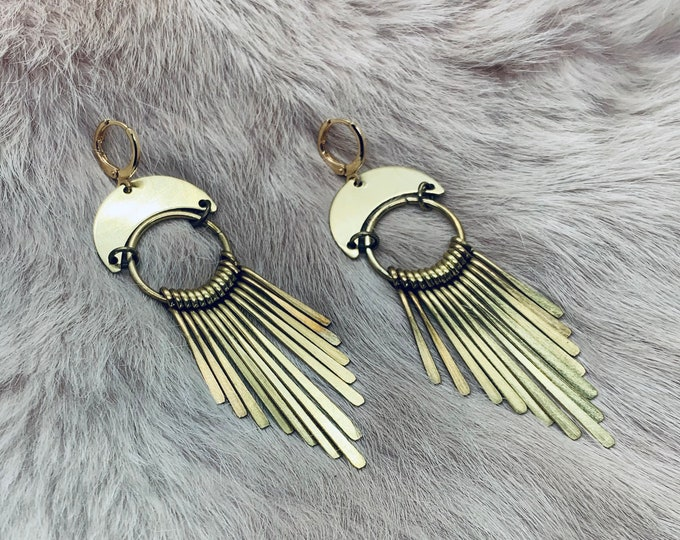 RAVEN antiqued brass dangle earrings