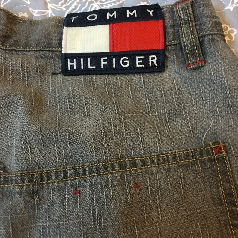 Vintage 90/'s Tommy Hilfiger Tommy Carpenter shorts Flag logo Gray wash 31 Flag spell out Patch