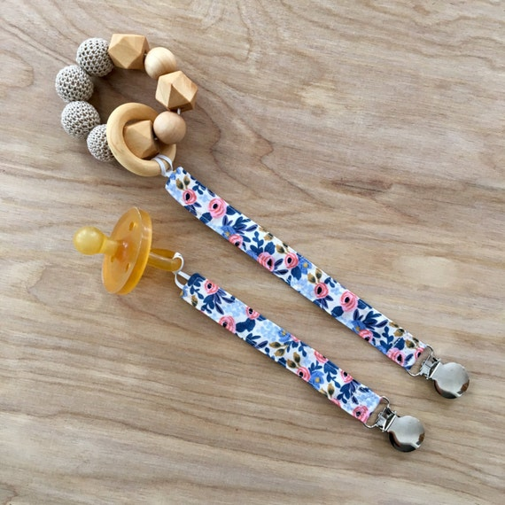 Universal Rosa Periwinkle Pacifier Clip