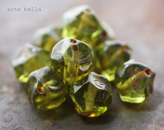 APPLE MARTINI .. 10 Premium Picasso Glass Czech Baroque Beads 8mm (38-10)