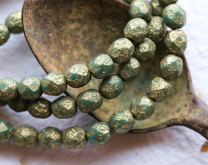 GOLDEN GREEN PEBBLES  .. New 25 Premium Etched Czech Glass Faceted Round Beads 6mm (8401-st)