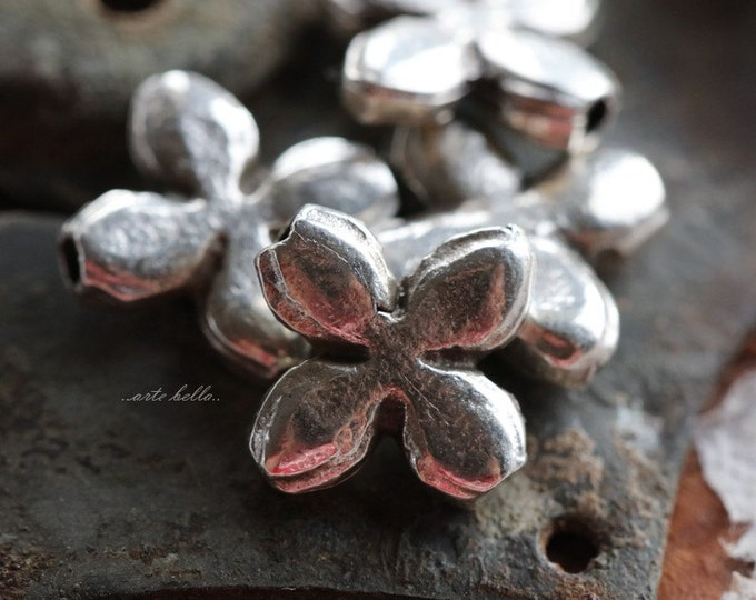 POSIES No. 149 .. 4 Mykonos Greek Flower Charm Beads 12mm (M149-4)