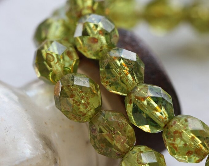 CRISP APPLES 8mm .. NEW 25 Premium Picasso Czech Glass Faceted Round beads(8040-st)