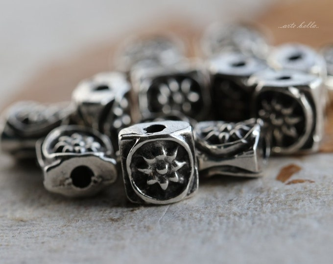PEWTER SUNS .. 10 Mykonos Greek Daisy Sun Square Spacer Beads 6.5mm (M83-10)