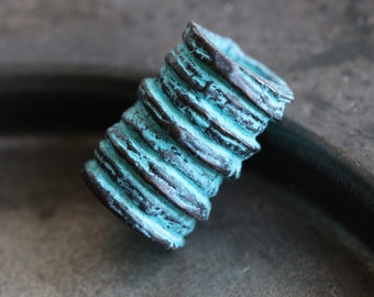 #WOOD043 2 Pcs 19mm x 30mm Blue Wood Ridged Barrel Bead