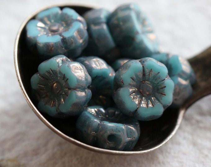 PLUM TURQUOISE PANSY 7mm .. 10 Premium Picasso Czech Glass Hibiscus Flower Beads (7960-10)