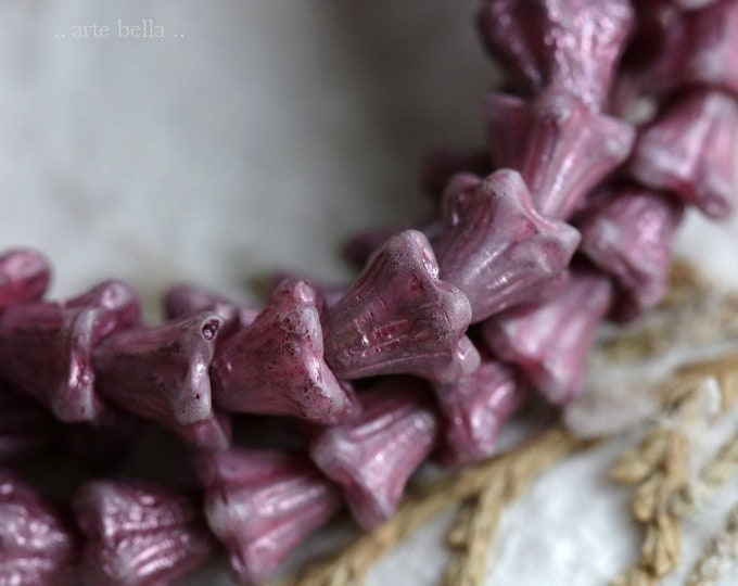 PURPLE THISTLE BABY Bells .. New 30 Etched Premium Czech Glass Bell Flower Bead 5x6mm (7255-st)