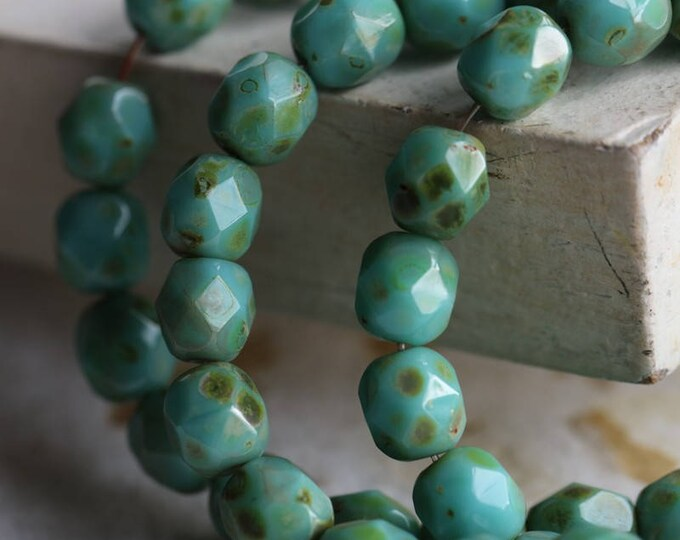 sale .. TURQUOISE MOSS PEBBLES .. 25 Premium Picasso Czech Glass Beads 6mm (5927-st)