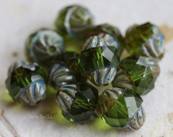 EMERALD TWIST .. NEW 10 Premium Picasso Czech Glass Twisted Central Cut Beads 10x8mm (7232-10)