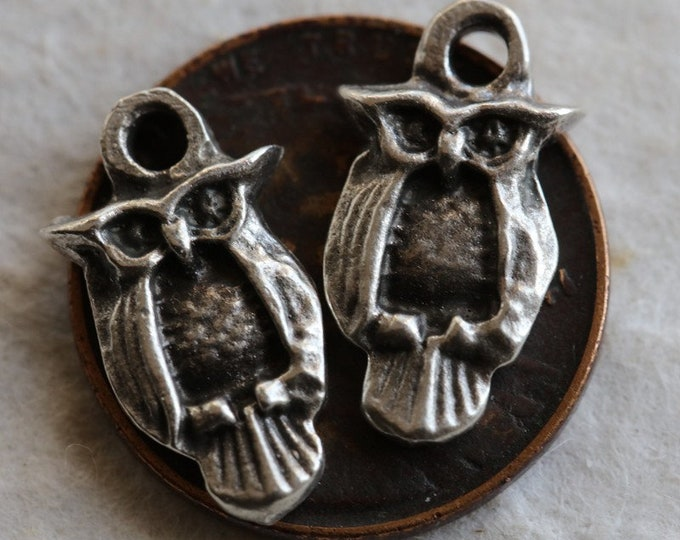 PEWTER HOO HOO .. New 2 Mykonos Greek Owl Charms 16x8mm (M212-2)