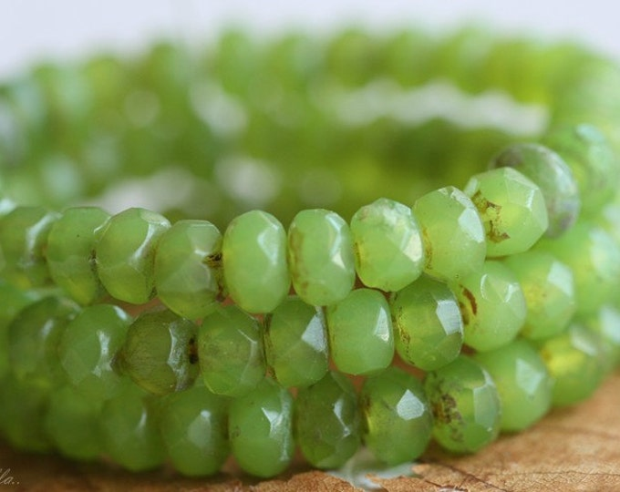 GREEN APPLE .. 30 Premium Picasso Czech Rondelle Glass Beads 3x5mm (B15-st)