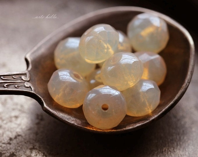 CREAM SODA .. 10 Premium Czech Rondelle Glass Beads 7x5mm (5622-10)