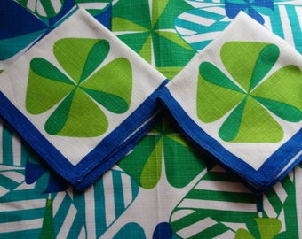 two funky vintage 60s place mats and napkins