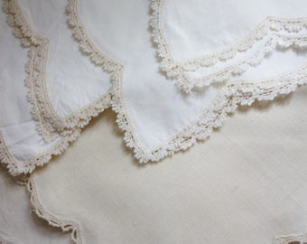 6 vintage lace edged napkins 10x10 inches