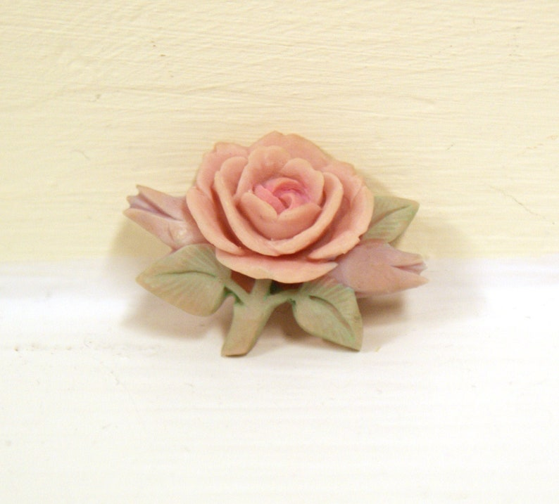 Art Deco style carved vintage small dusty rose brooch pin image 0