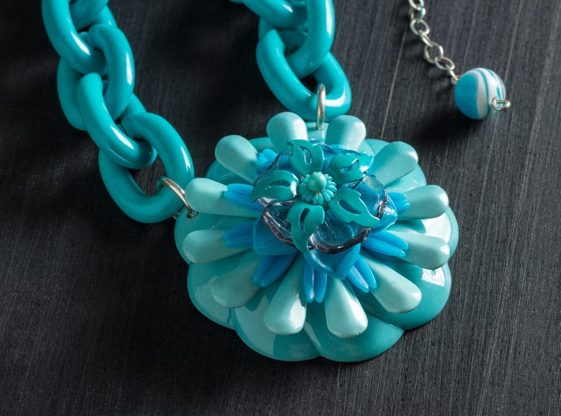 66% OFF Turquoise Flower SuperChunk Plastic Chain Necklace image 0