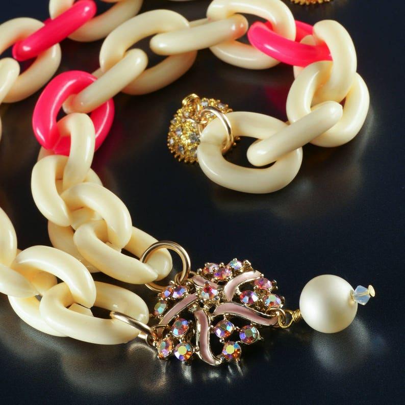 65% OFF Gold-Filled Vintage Superchunk Cream Pink Necklace image 0
