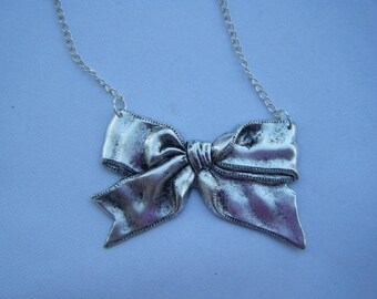 ♥ ♥ Silver knot necklace