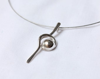 Tiny line and Point Pendant - Sterling silver Polished Medium-size pendant Delicate Simple