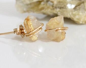 Raw Quartz Earrings, Gold Quartz Earrings, Raw Gold Rutilated Quartz Stud Earrings, Raw Gold Gemstone Earrings, Golden Rutilated Quartz