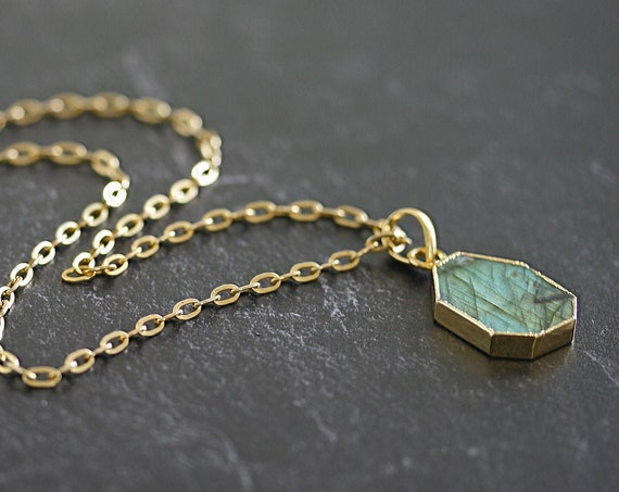 Labradorite Pendant Necklace, Gold Chunky Chain, Gold Labradorite Necklace, Layering Necklace, Gold Statement Necklace, Bold Pendant