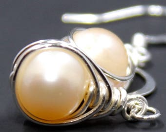 Love Knot Earrings / Handmade Earrings / Fresh Water Pearl