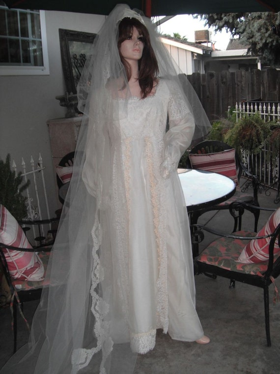 1970s Wedding Gown w/Matching Veil, Lace Gown, Ivo