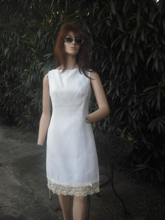 Vintage 1960s Mr. Mort White Shift Dress w/Crochet