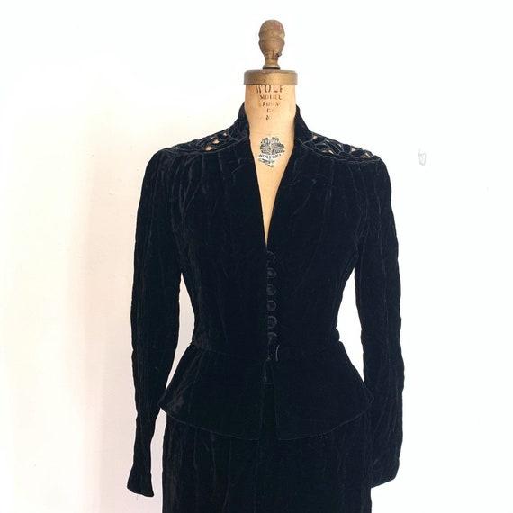 Noir Black Velvet Suit / Vintage Peplum Skirt Sui… - image 7