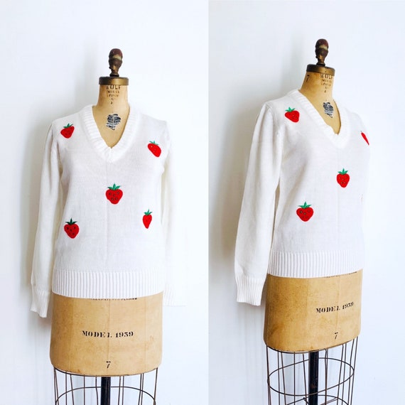 70s Strawberry Knit Sweater / Vintage Novelty Prin
