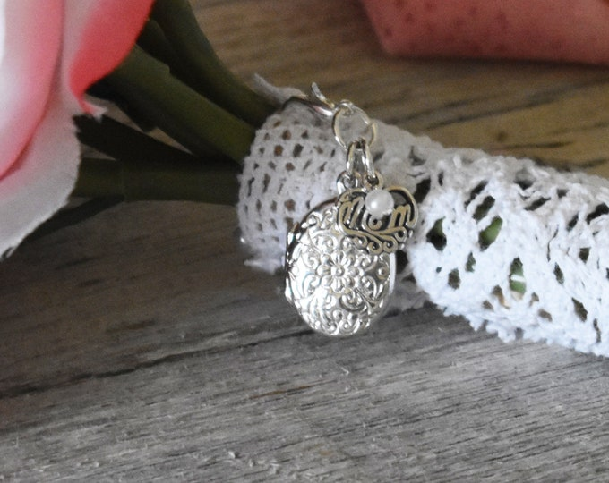 Brides Bouquet Locket in Memory of Mom small