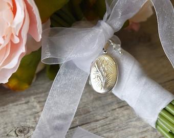 dbbd311935dcb Brides Bouquet Locket