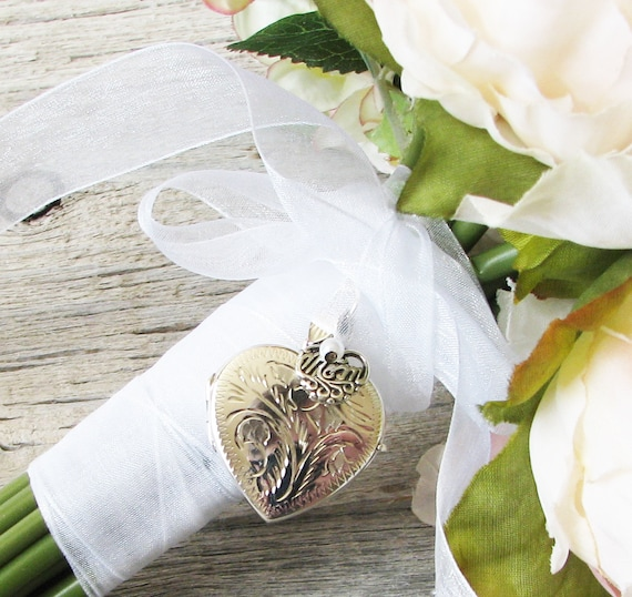In Memory of Mom Bouquet Locket