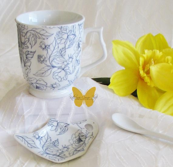 Blue and White Tea Mug Set