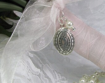 Vintage Inspired Bouquet Locket |  Brides Picture Locket | Vintage Wedding | Brides Bouquet Locket | Wedding Photo Charm