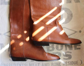 vintage riding boots / light brown leather boots / 9 west riding boots / low heel leather boots / size 6.5 boots