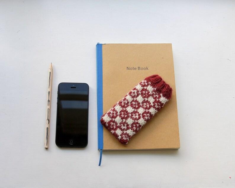 Faeroe Island Smartphone Cosy PDF Knitting Pattern image 0