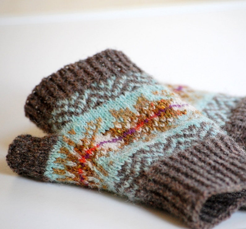 Bracken Mitts Knitting Pattern image 0