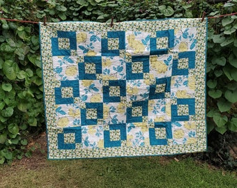 """Throw quilt, teal/white/citron, 48"""" x 41"""", Floral"""