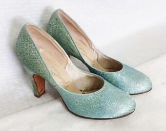 a1ff80a071347 Vintage high heels   Etsy