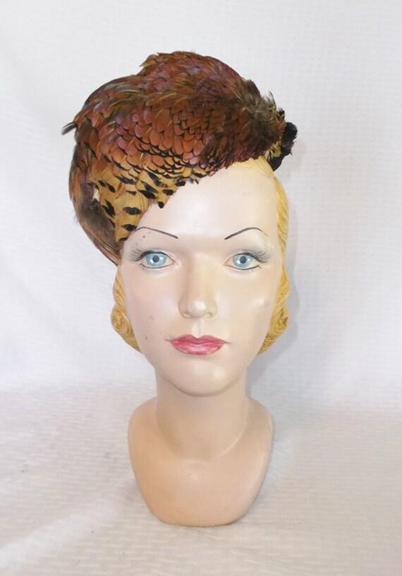 1930s Vintage Pheasant Feather Tilt Toque Hat