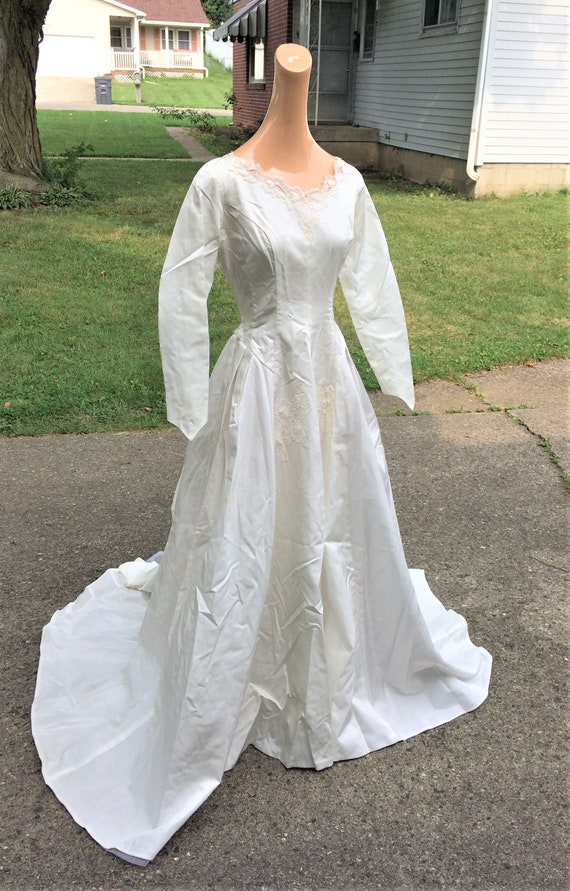 50s 60s Vintage Wedding Dress With Lace Applique And Bustle Etsy