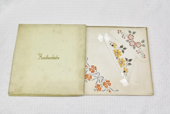 1930s Vintage NOS Linen Hankies with Stamped Flora