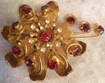 Vintage 1940s 1950s Flower brooch Pin Large 40s 50s Retro Spray Brooch with dark pink to red and clear Rhinestones Safety C Clasp Closure.