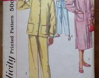 1ccf9f1e38 1950s Pyjamas   Nightshirt - 34
