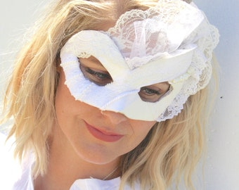 Čipke in Biser - Scrap Masquerade Mask in White Lace and Ivory Pearls and Iridescent Glitter