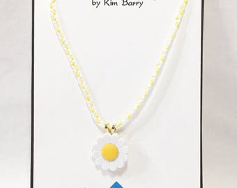Daisy Pendant Necklace - Free Shipping in the US