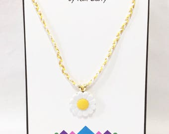 Girls' Daisy Pendant Necklace - Free Shipping in the US