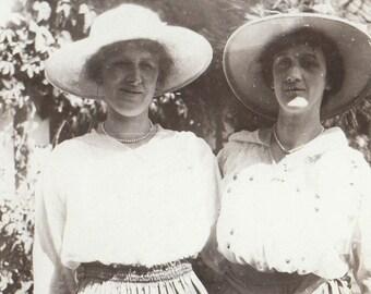 Original Vintage Photograph Snapshot Women Friends Hats Shirtwaists & Skirts 1910s